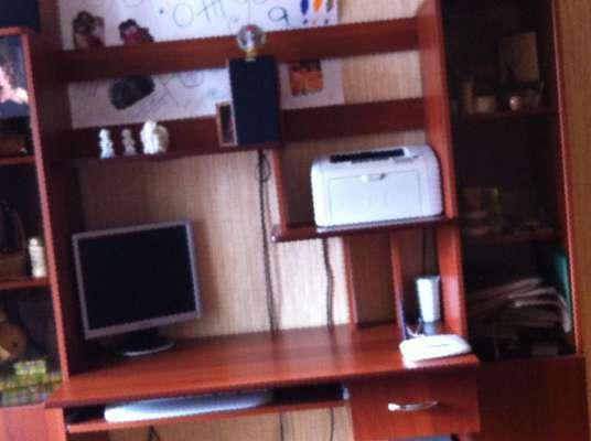 Удобный компьютерный стол со шкафами, бу, цена 6600 руб. - п.