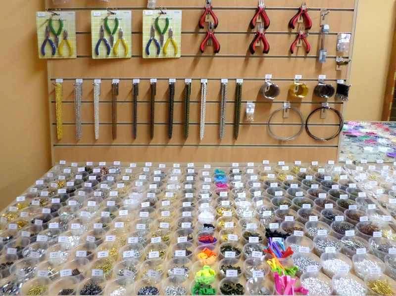 """Магазин """"Буси-шмуси"""". Фурнитура для бижутерии, бисер, бусины, шнуры, инструменты. Мастер-классы. - Продажа б/у бижутерии в Севас"""