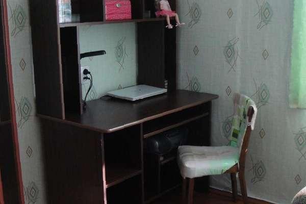 Компьютерный стол (в хор. состоянии), цена 2420 руб. - прода.