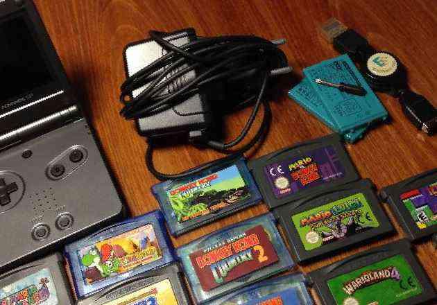 Картридж для игровой приставки видеоигра, выпущенная в 1992 году для платформы nes, а в 1993 - для game boy
