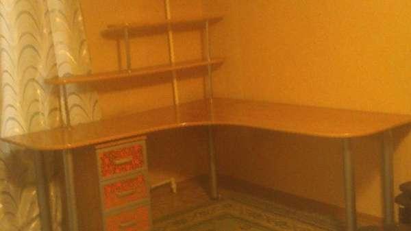 Угловой стол письменно-компьютерный, цена 2750 руб. - продаж.